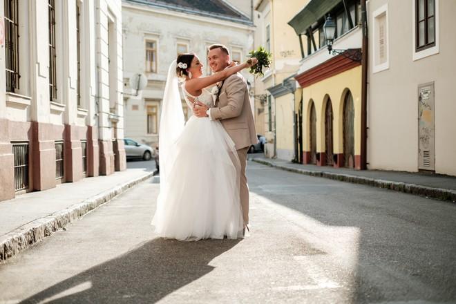 ellenfényben esküvő